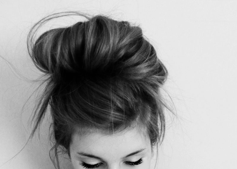 photo of girls who hide her face with hair № 22535