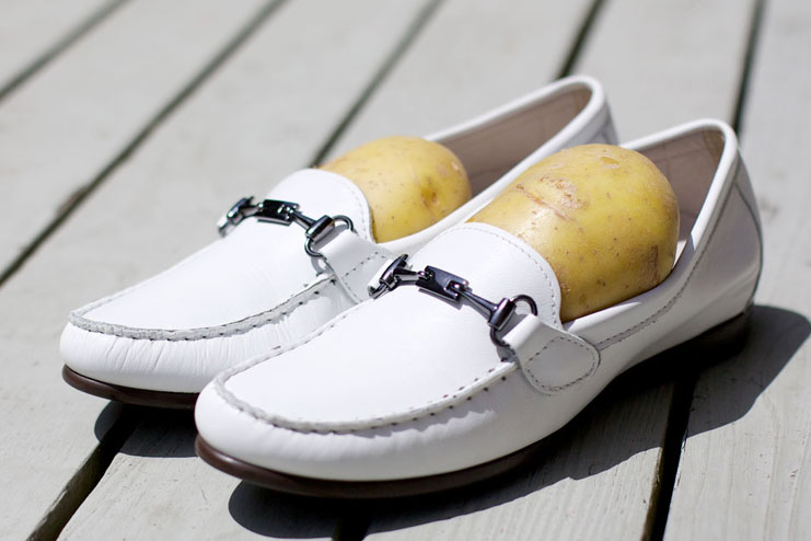 Use potatoes to stretch the shoes