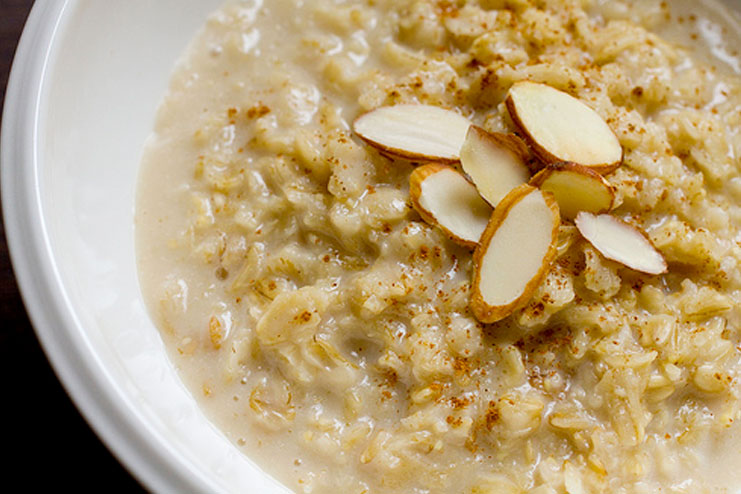 Oatmeal and almond face pack for dry skin