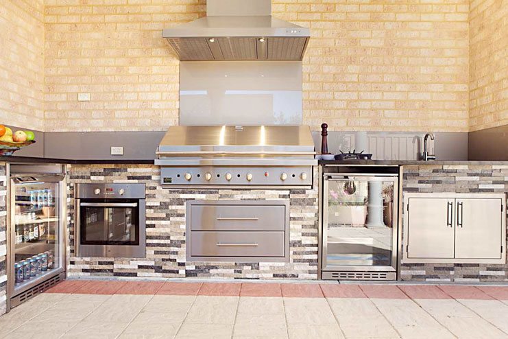 Outdoor kitchen with refrigerated drawers
