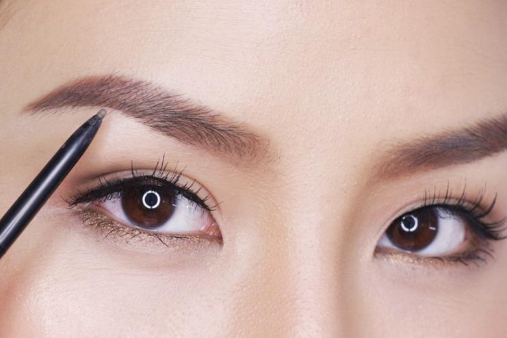 Eyebrow detailing