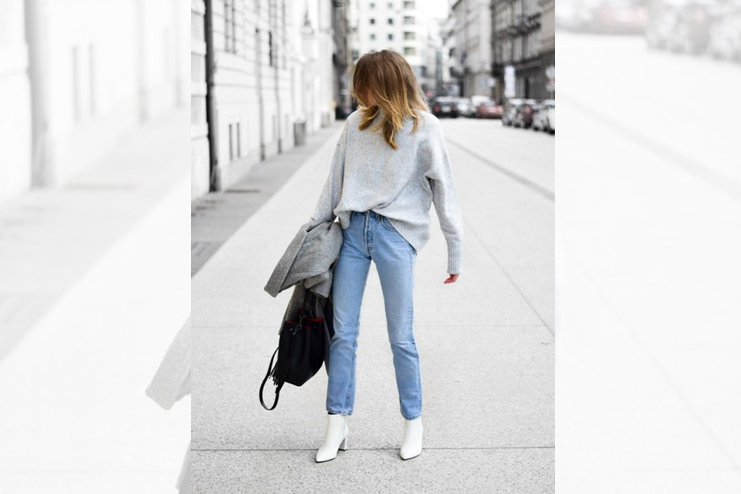 Loose sweater with denims