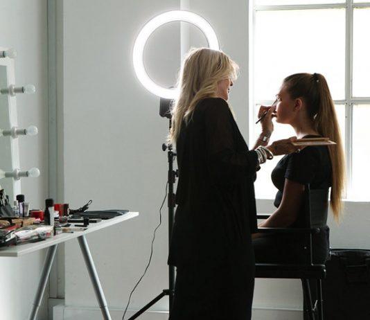 Lighting For Makeup