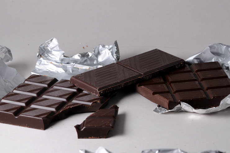 Whiten your skin with dark chocolate