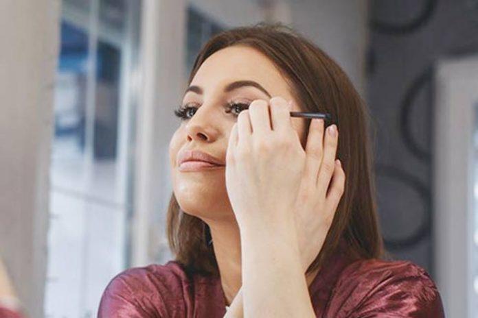 women-wear-make-up